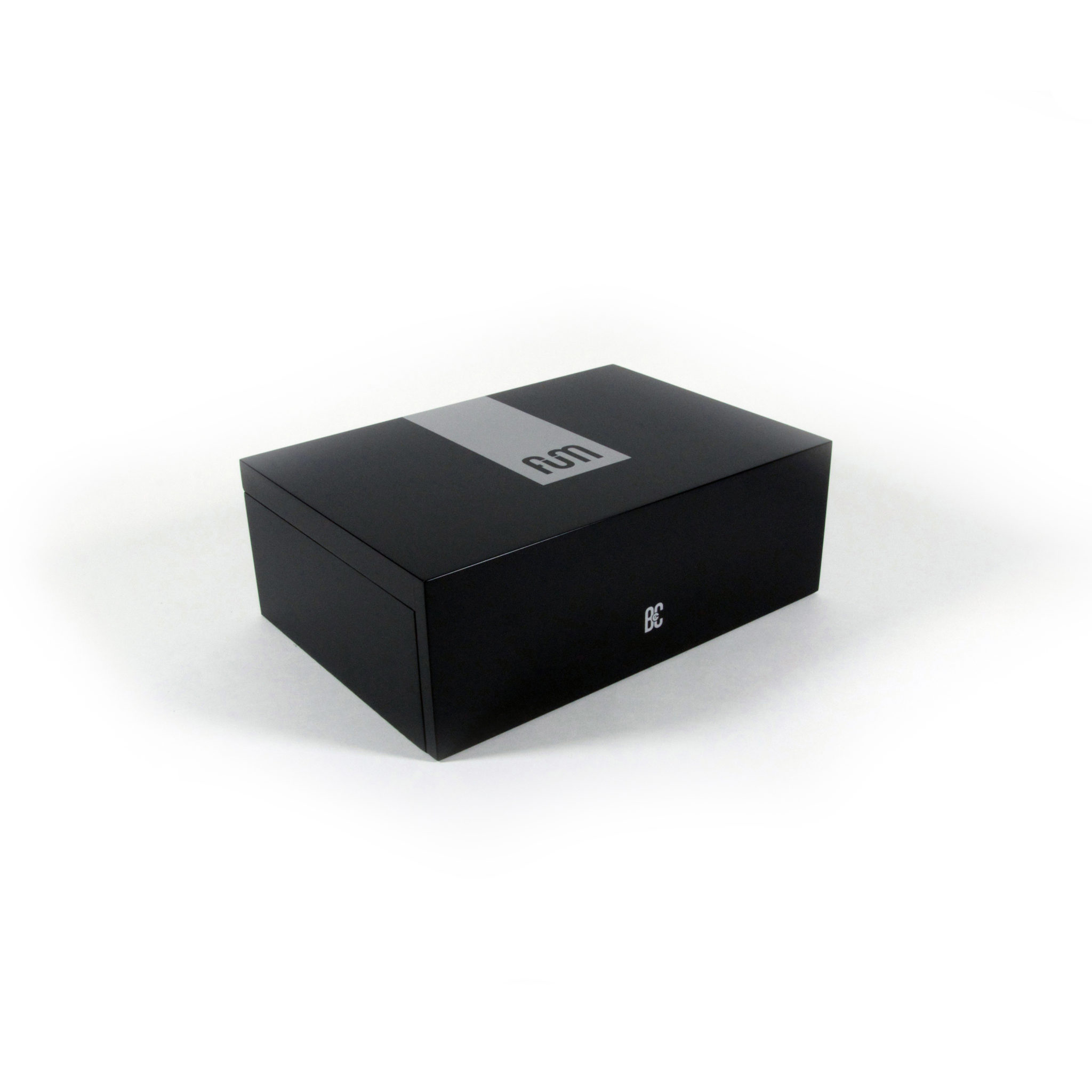 Black large B4CC is a solid wood desktop humidor specially designed for keeping the cannabis in optimum conditions due to its hermetic seal and interior humidity circulation system.