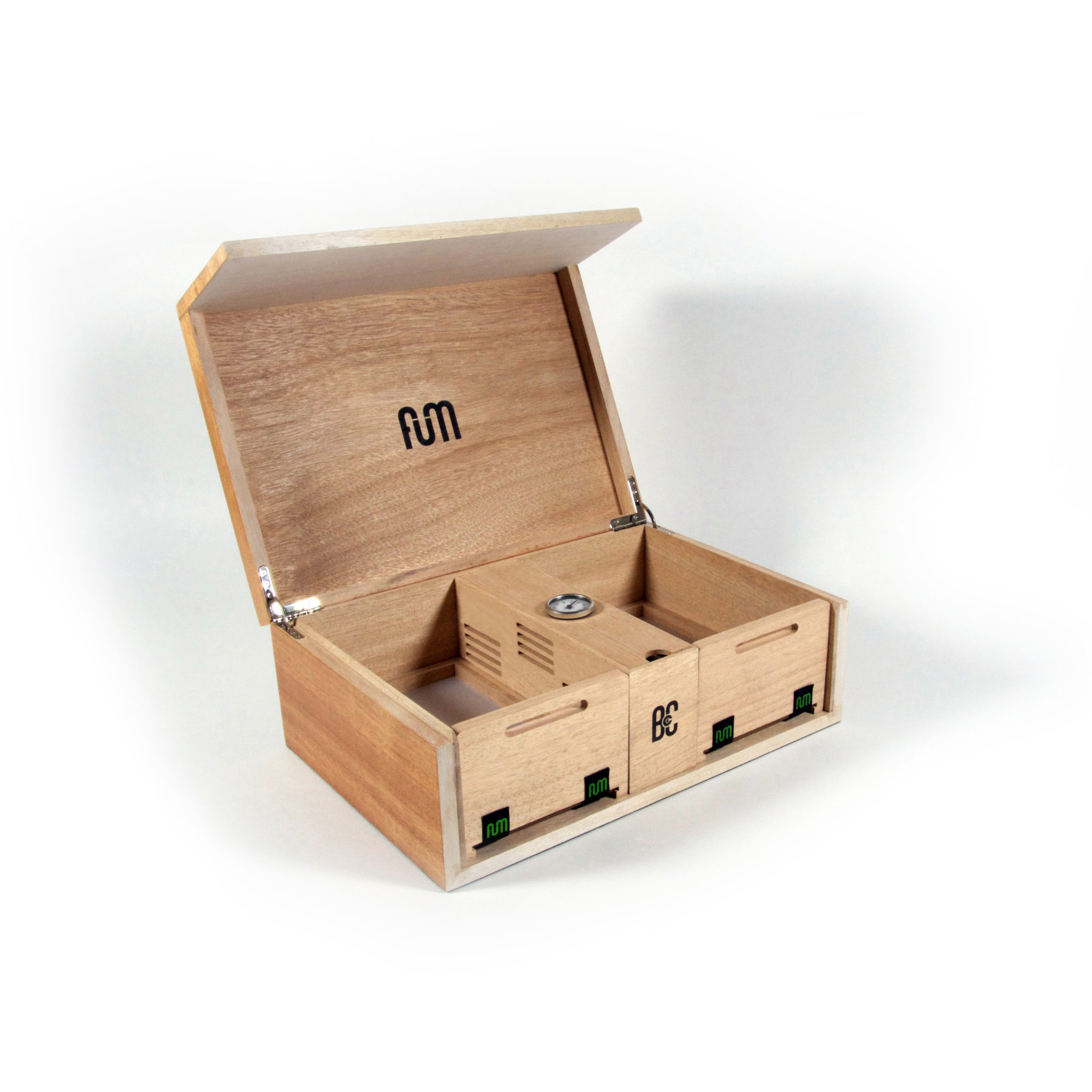 Okume large B4CC is a solid wood desktop humidor specially designed for keeping the cannabis in optimum conditions due to its hermetic seal and interior humidity circulation system.