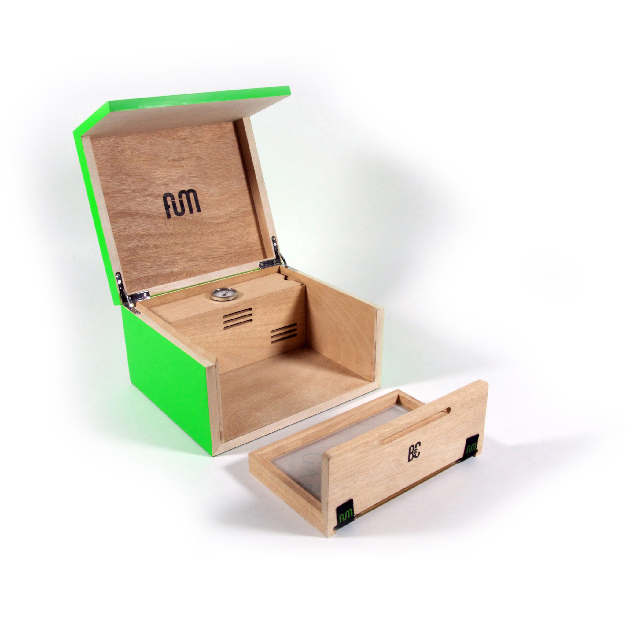 Green small B4CC is a solid okume wood desktop humidor specially designed for keeping the green in optimum conditions due to its hermetic seal and interior humidity circulation system.