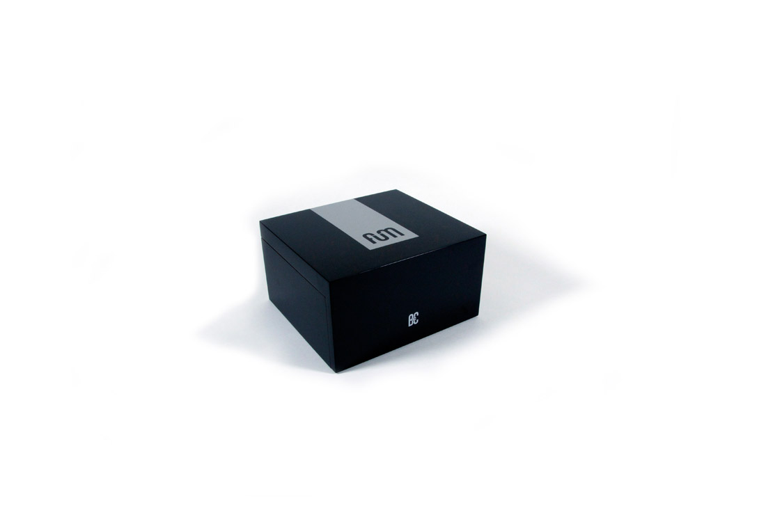 Black small B4CC is a solid wood desktop humidor specially designed for keeping the green in optimum conditions due to its hermetic seal and interior humidity circulation system.